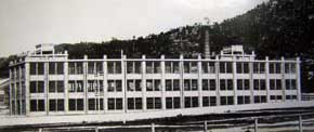 Erecting the new Vickers building c.1925